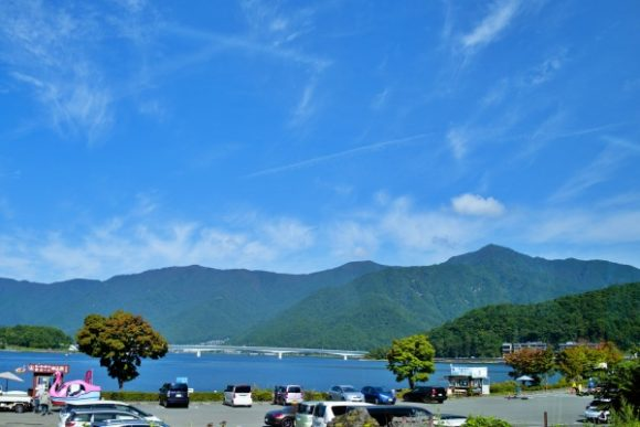 右の山が御坂黒岳。結構高いなぁ・・・