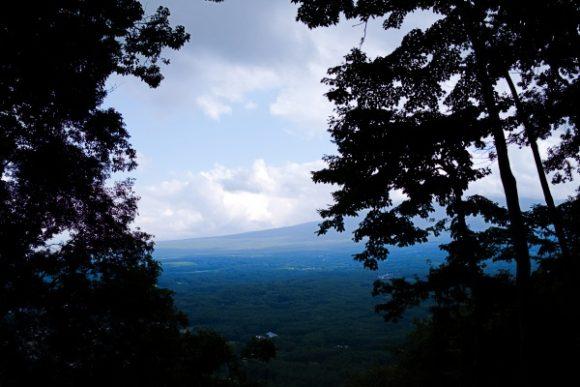 うっすらと富士山の稜線。