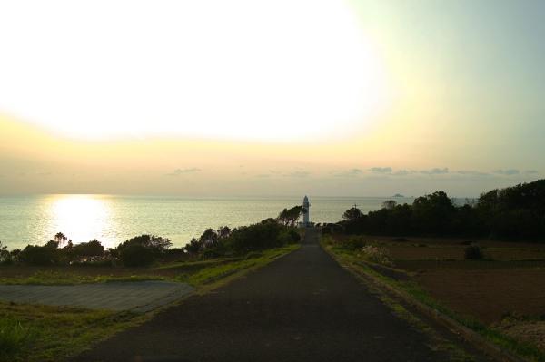 道の先に灯台が見え始める。