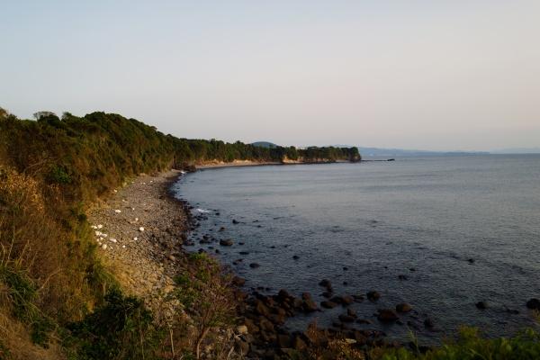 左手には長島の稜線が見える。