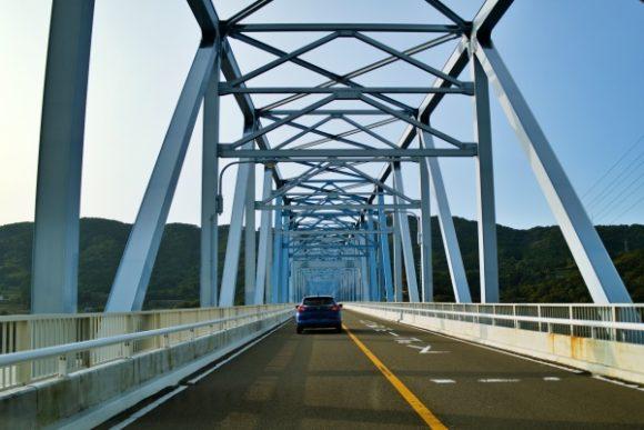 黒之瀬戸大橋(300m)を車で渡る