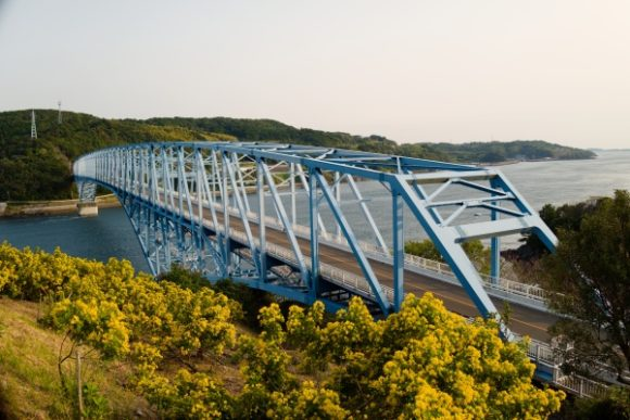 展望台から黒之瀬戸大橋を見下ろす。