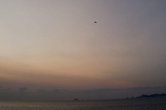マジックアワーに溶け込む海岸線。