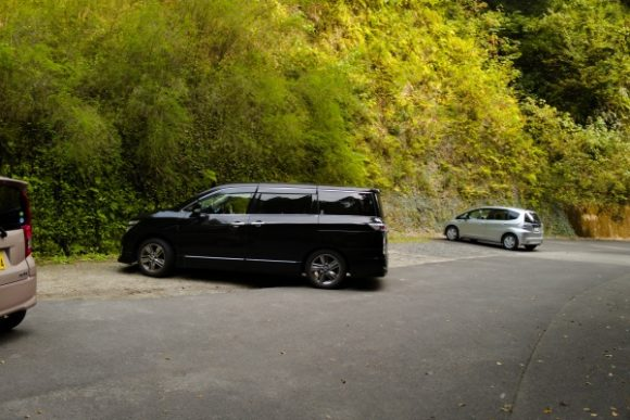 スペースが広い駐車場。