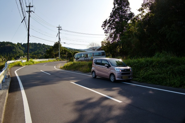 車どおりが少ないので路上駐車。