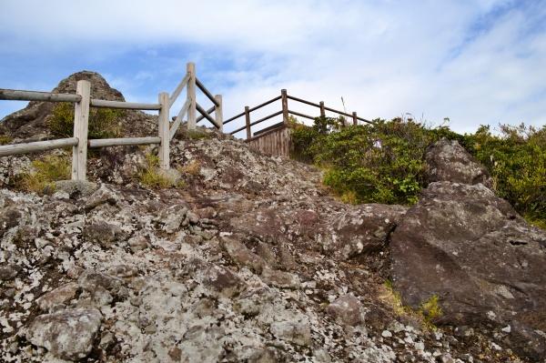 断崖絶壁な岩肌!