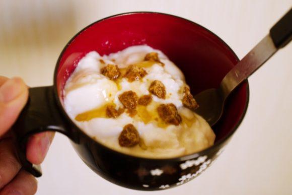 ヨーグルトと蜂蜜、黒糖を入れたり…