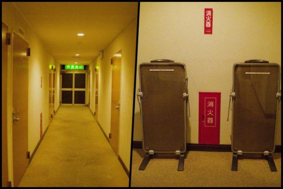 ホテルの廊下。ズボンプレッサーもあります。