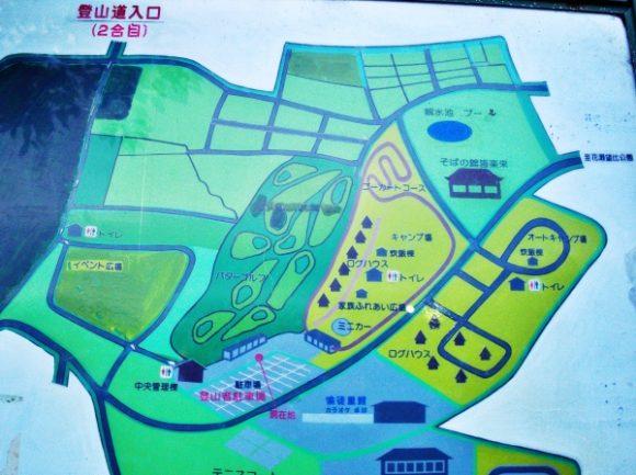 駐車場にある地図。登山道入口は2合目だ。