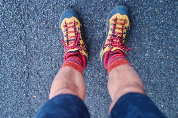 私は半ズボン&登山用靴下(コロンビア)で挑む。