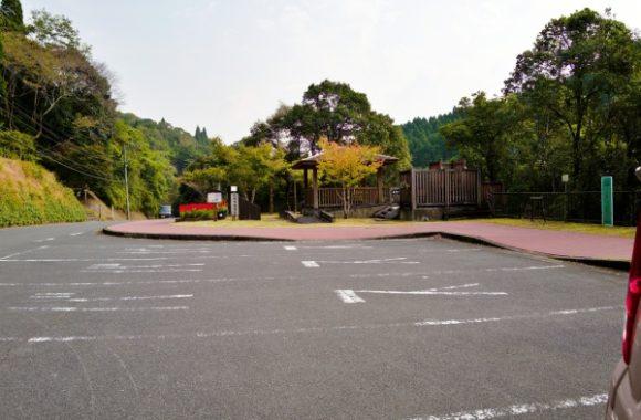 駐車場は広いスペース。