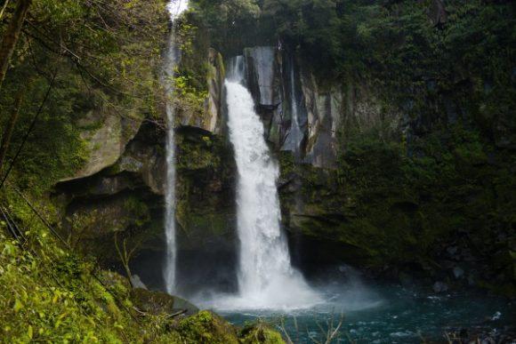 滝高36m。ダイナミック。
