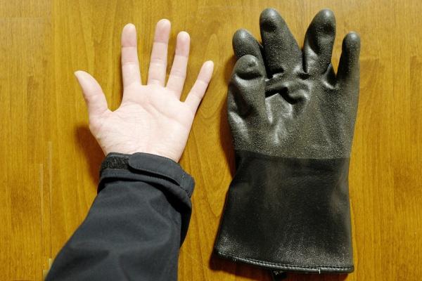 中肉中背の私の手とテムレス。ワンサイズ大きめを選択。