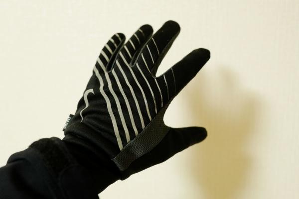 ナイキのランニング手袋を履いてます。登山用が欲しい…