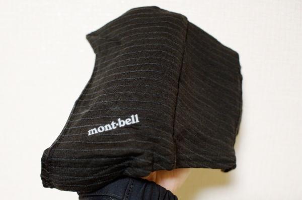 首もとにモンベルのロゴがある。