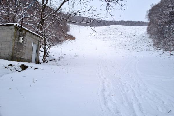 坂道はアイゼンが無難でした。