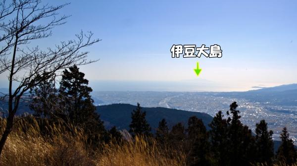 伊豆大島、初島、熱海が見える。