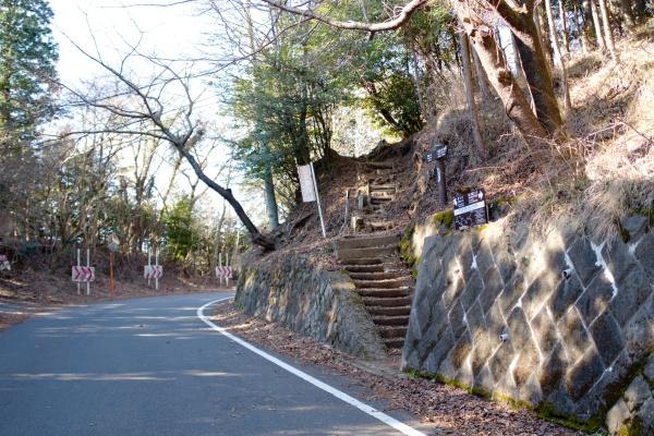 明星ヶ岳コースの起点。