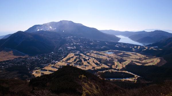 箱根山と芦ノ湖が見えてきた。