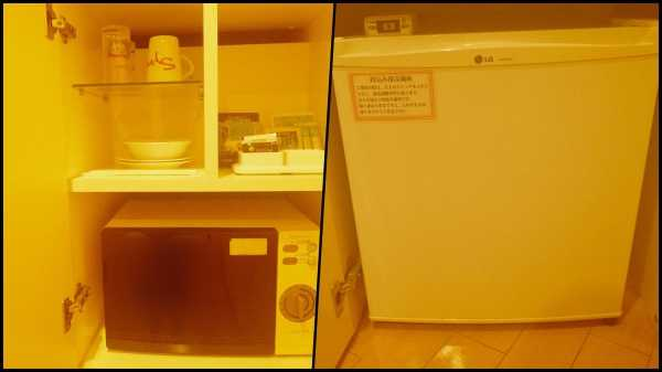グラス、マグ、コーヒー、レンジ、冷蔵庫。