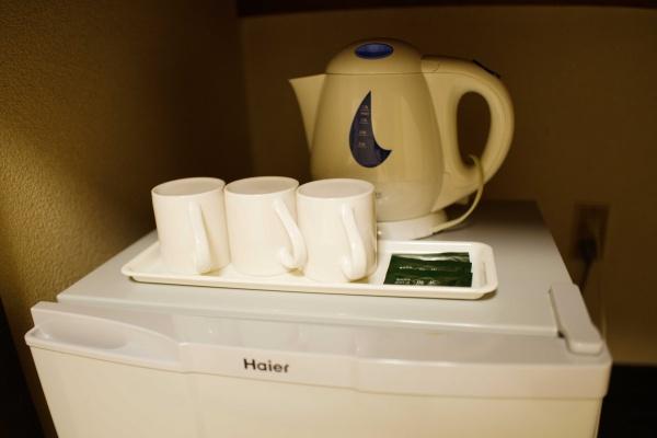 冷蔵庫の上に給湯器も。