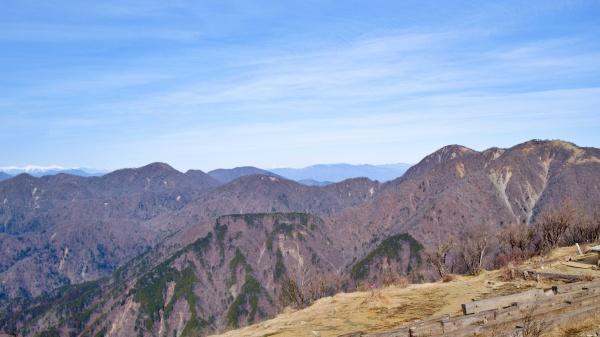 蛭ヶ岳へ続く道のり。