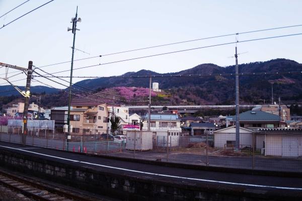 松田駅北口から松田山方面へ。