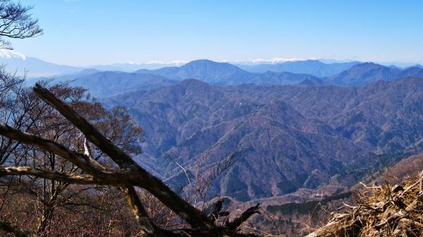 遠くまで見渡せる檜洞丸山頂