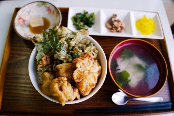 ウツボ天丼定食!アシタバの天ぷらも!