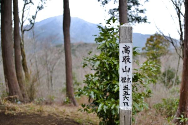 高取山のバックには大山がそびえる。