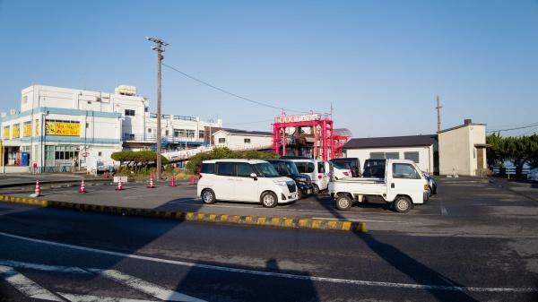 20~30台駐車できる無料駐車場。