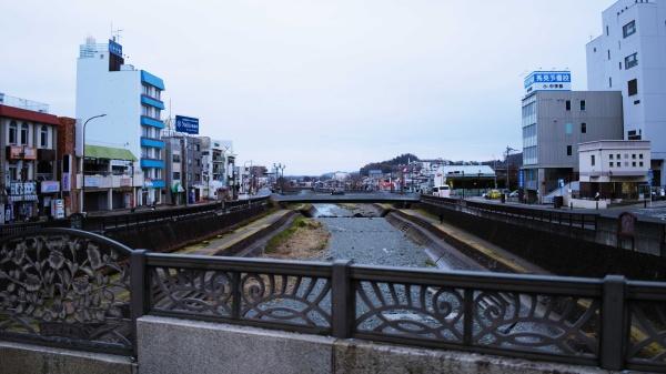 水無川沿いに降りて歩いていくのがおすすめ。