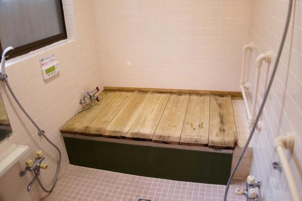 共同の家族風呂。お湯が沸いていました。