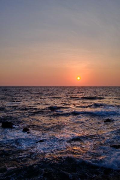 大海原に朝日の道が出現。
