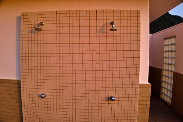 屋外のシャワー。