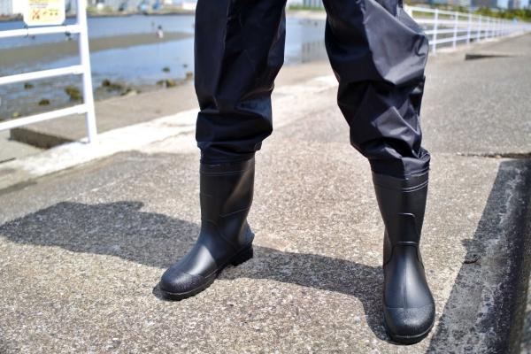 長靴と一体化しているので完璧に防水できる。