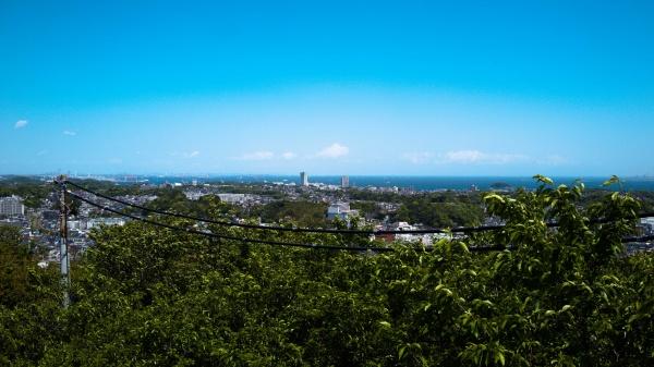横浜方面。横浜ベイブリッジまで見える。