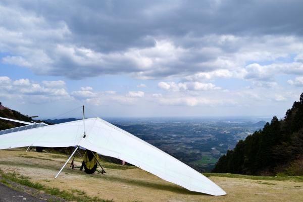 パラグライダーの翼の大きさに驚いた。