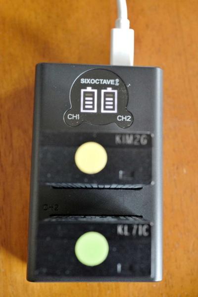 バッテリーはLeica純正品とシグマ製品を付けてみた。
