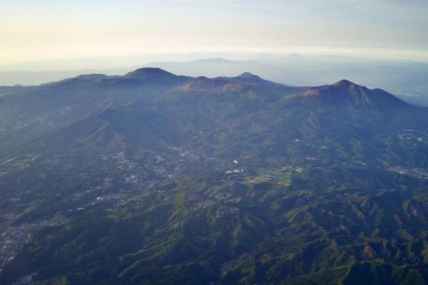 韓国岳、高千穂峰が見える。
