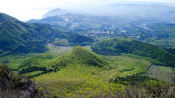 中央のこんもりとした日向岳に行きます。