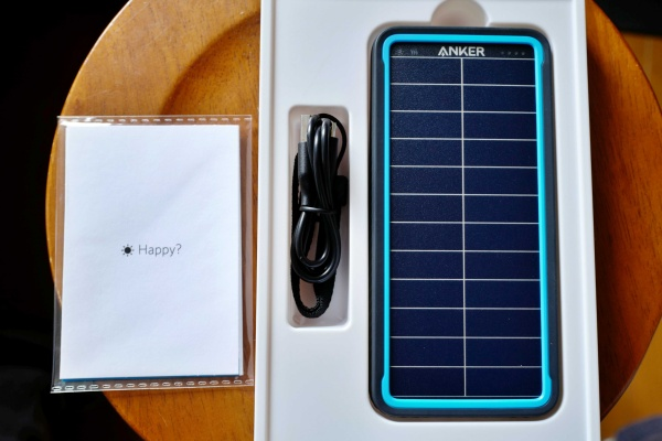 Anker PowerCore Solar 10000を開封。