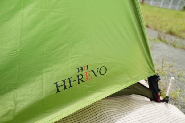 正面にHI-REVOのロゴあり。