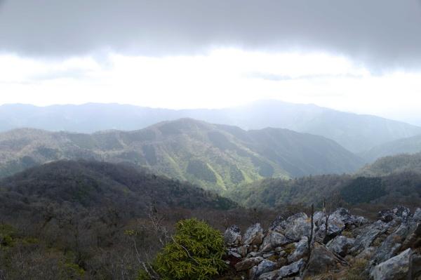 山のシルエットがカッコイイなぁ。