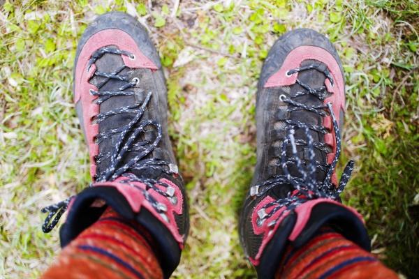 汚れていく登山靴。遠征中はあえて洗わない。
