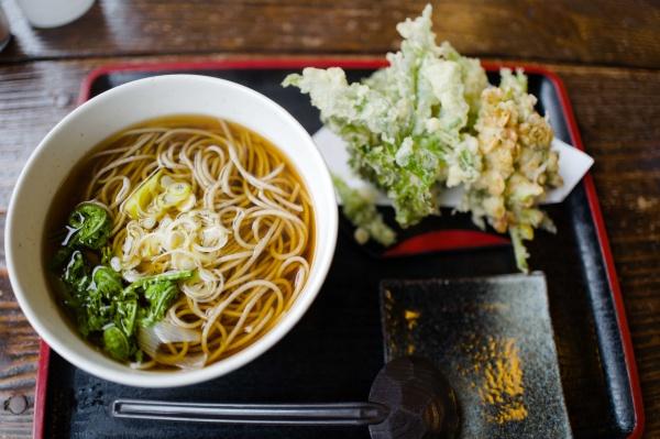 山菜の天ぷらと蕎麦!1550円