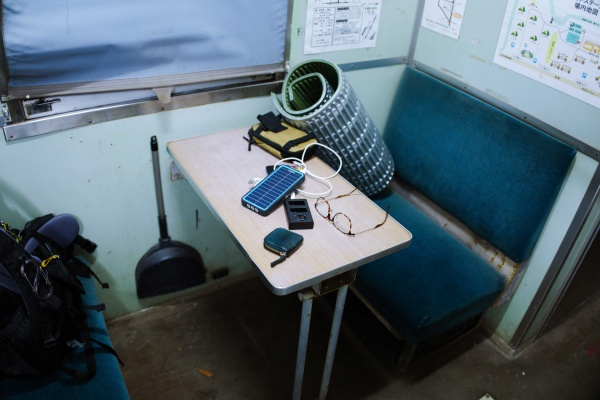 ワイルドな宿だろ?列車の中に泊まるスタイル。