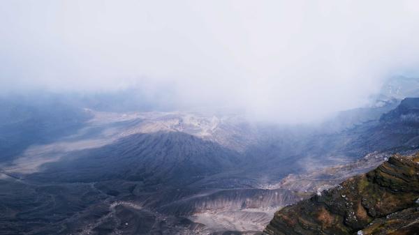 阿蘇山火口の様子。