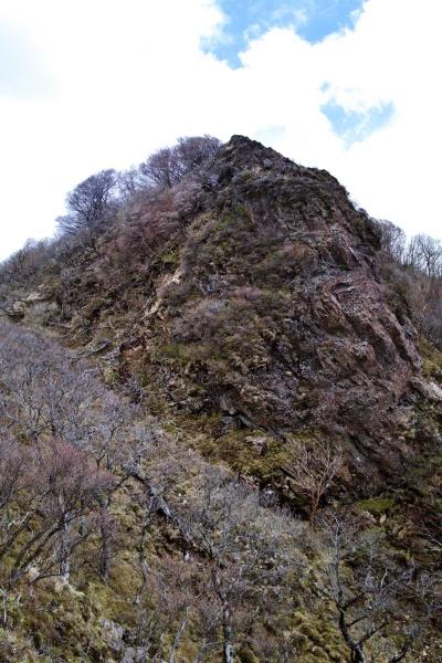 しわしわのおばあさんのような岩山!