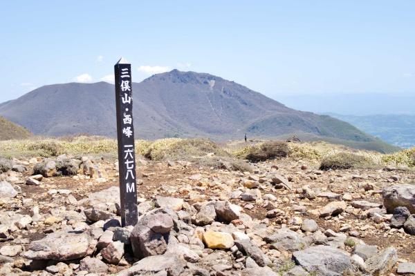 ふぅ~三俣山・西峰!